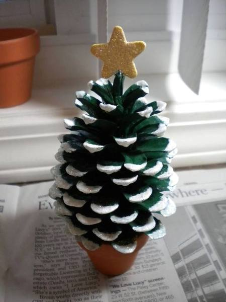 pine cone Christmas tree 4 Wonderful DIY Mini Pine Cone Christmas Tree