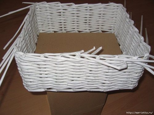 weaving-baskets-with-newspaper-wicker-27