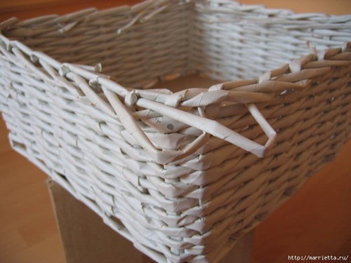 weaving-baskets-with-newspaper-wicker-28