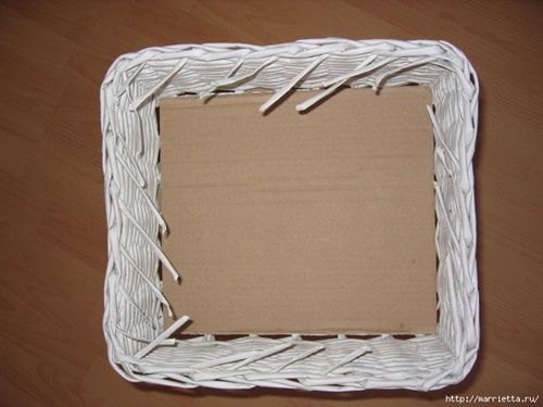 weaving-baskets-with-newspaper-wicker-29
