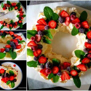 Wonderful DIY Beautiful Berry Pavlova Wreath