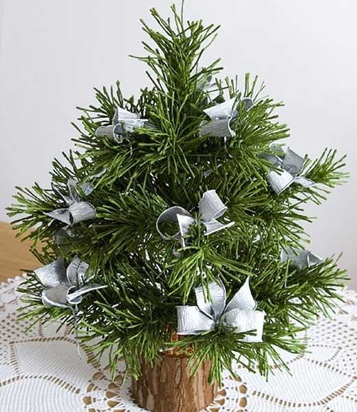 How-to-DIY-Mini-Crepe-Paper-Christmas-Tree1