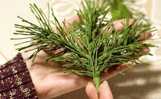 How-to-DIY-Mini-Crepe-Paper-Christmas-Tree6