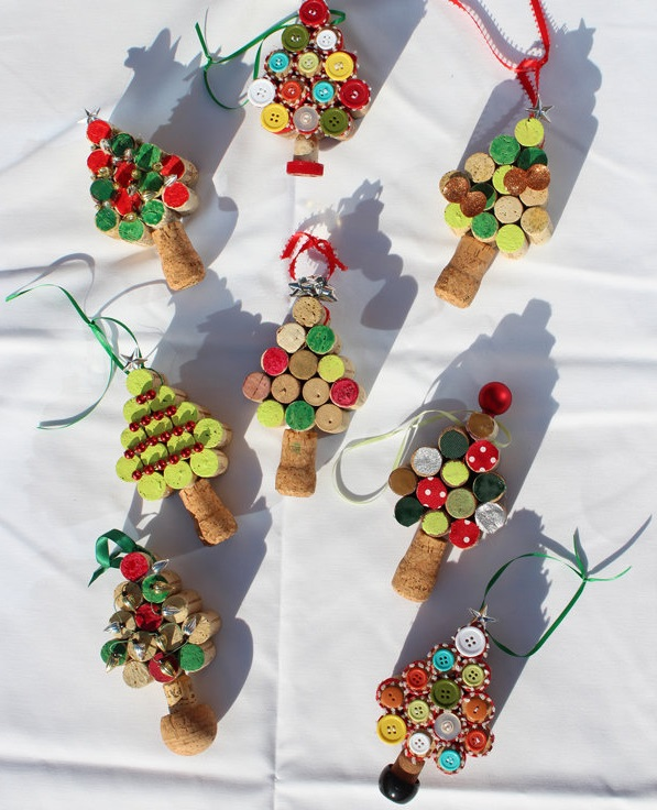 Christmas tree ornaments from Wine corks–wonderful DIY