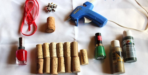 Christmas tree ornaments from Wine corks wonderful DIY1 Wonderful DIY Christmas Tree Ornaments Using Wine Corks