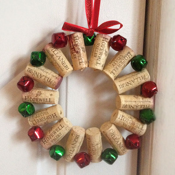VIEW IN GALLERY wine-cork-wreath-2