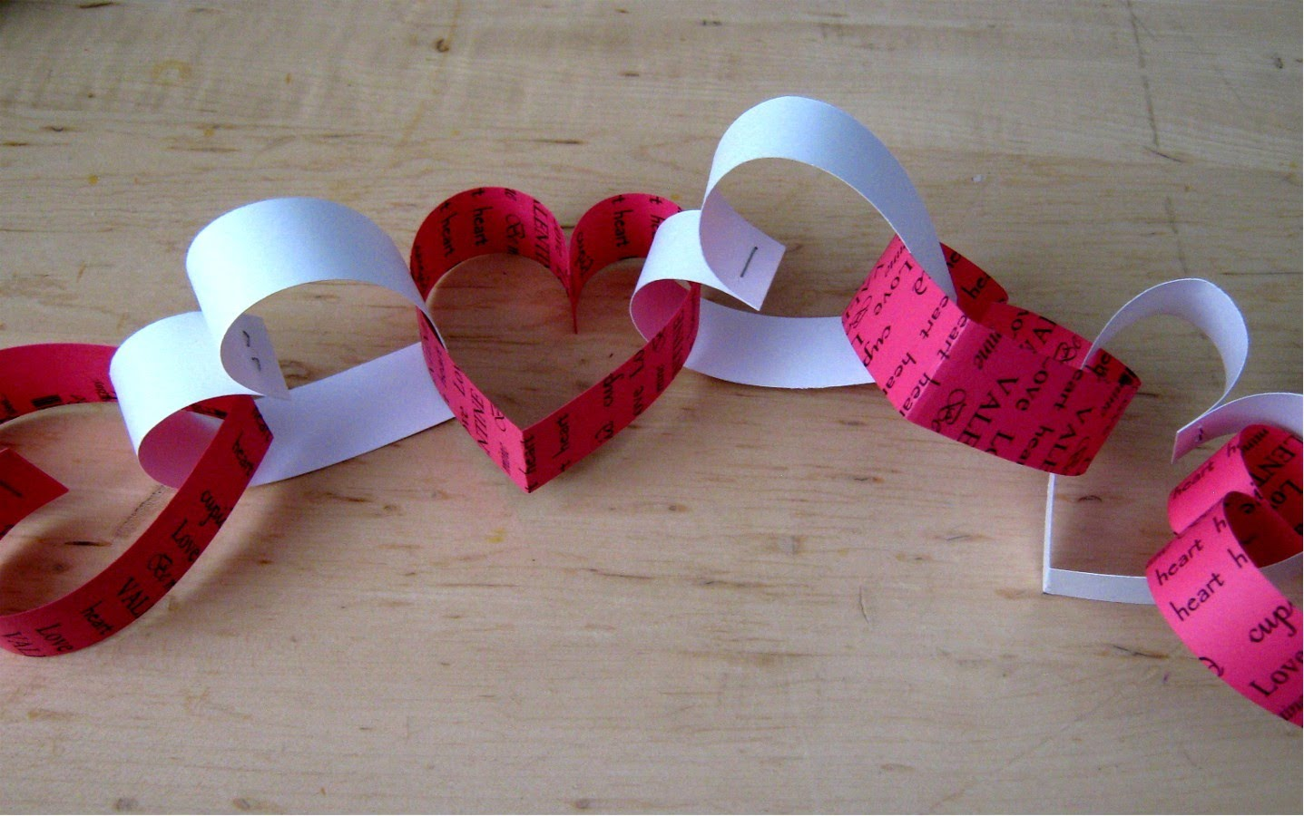 Valentine-Paper-Heart-Chain-wonderfuldiy1