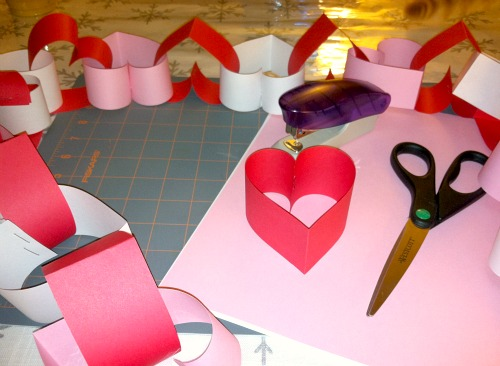 Valentine-Paper-Heart-Chain-wonderfuldiy2