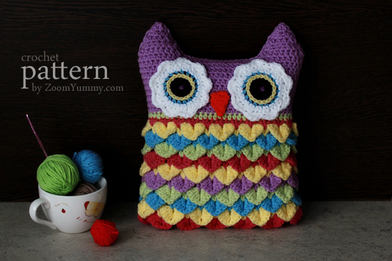 crochet-owl-cushion-with-colorful-feathers-1-570-px
