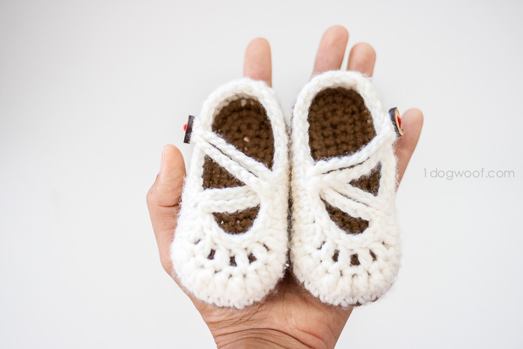 Wonderful DIY Crochet Double Strapped Baby Mary Jane Slippers