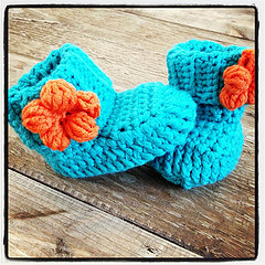 spring flower baby booties free crochet pattern wonderfuldiy1 Wonderful DIY Crochet Spring Flower Baby Booties with Free Pattern