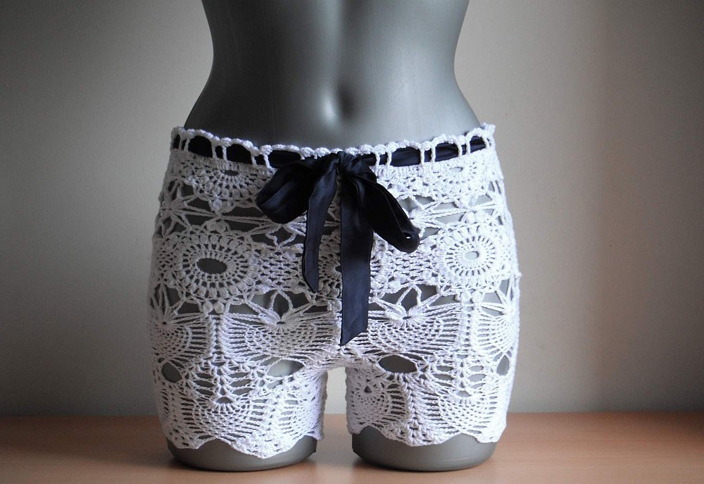 Ladies lace crochet beach shorts Crochet Lace Beach Shorts   Free Pattern and Guide