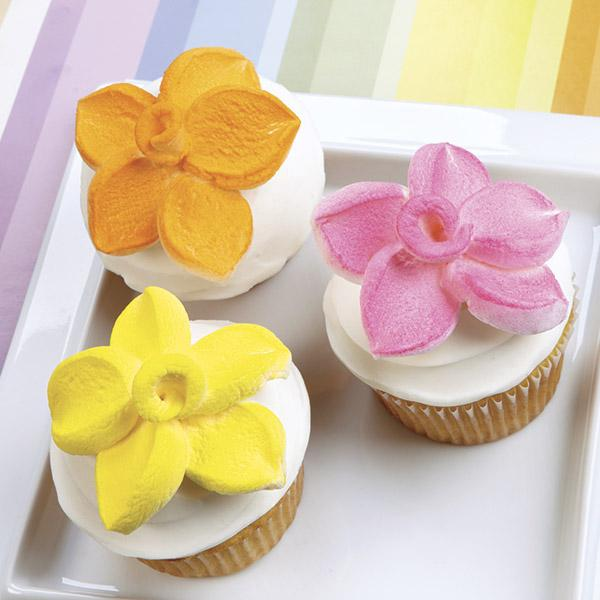 Marshmallow Petal Topped Cupcakes Wonderful DIY Marshmallow Flower Shaped Cupcake Topper (Video)