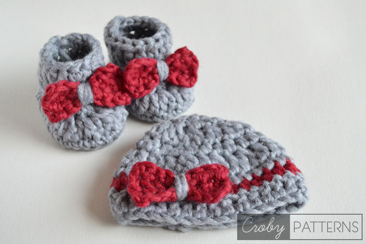 crochet baby booties with bows and matching beanie set