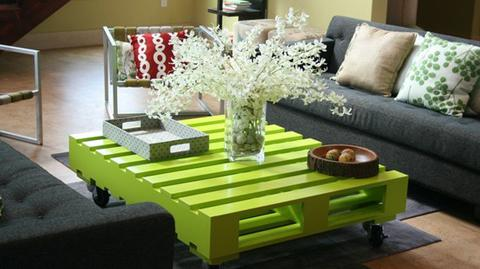 VIEW IN GALLERY Green Pallet Coffee Table Wonderfuldiy