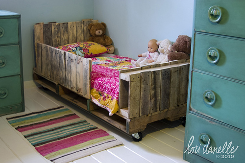 pallet toddler bed