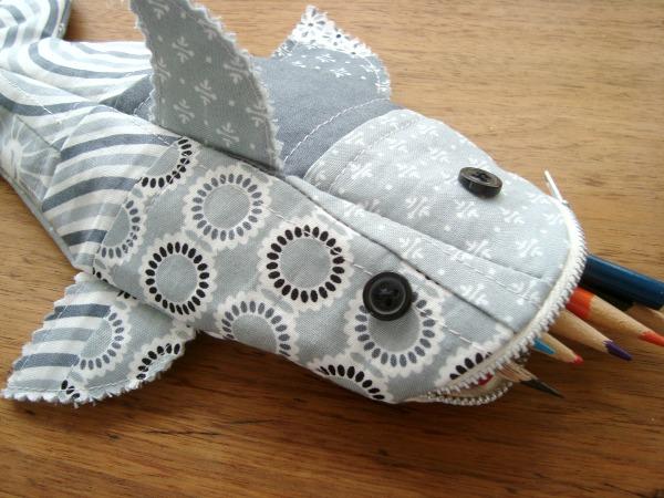 sharkpencilpouch wonderfuldiy1 Wonderful DIY Shark Pencil  Pouch with Template