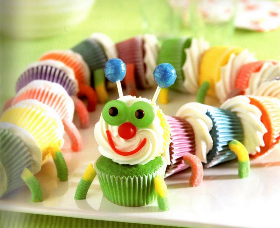 Caterpillar cupcake cake The Cutest Caterpillar Cupcakes   Free Guide and Recipe