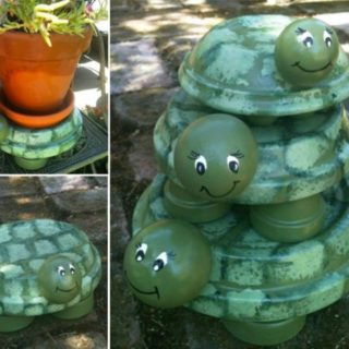 DIY Terracotta Pot Turtles That Look Cute