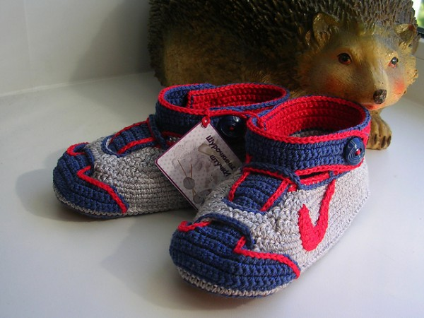 Crochet-Nike-Inspired-Baby-Booties-free-pattern3