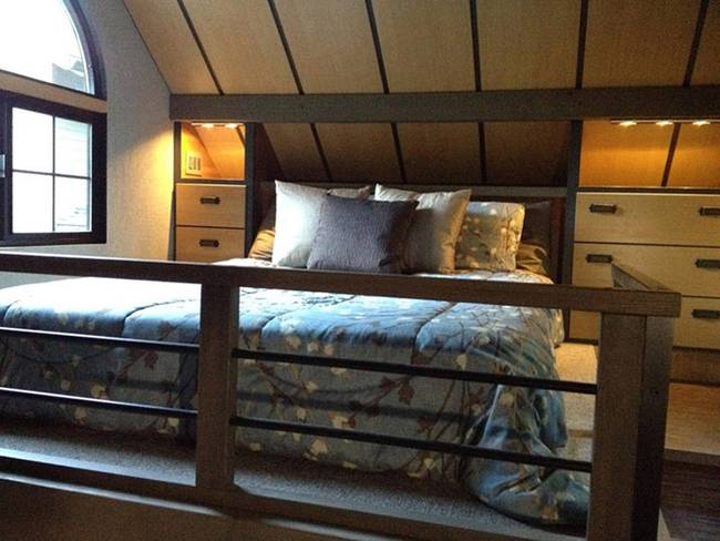 Tiny house – elevated bed