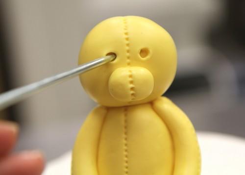 Lion Cake – needle eyes