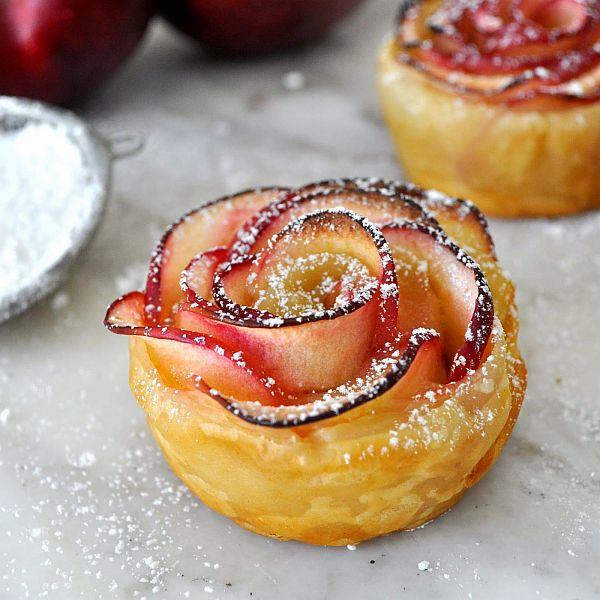 Rose shaped apple baked dessert idea Beautiful and Tasty Rose Shaped Apple Baked Dessert