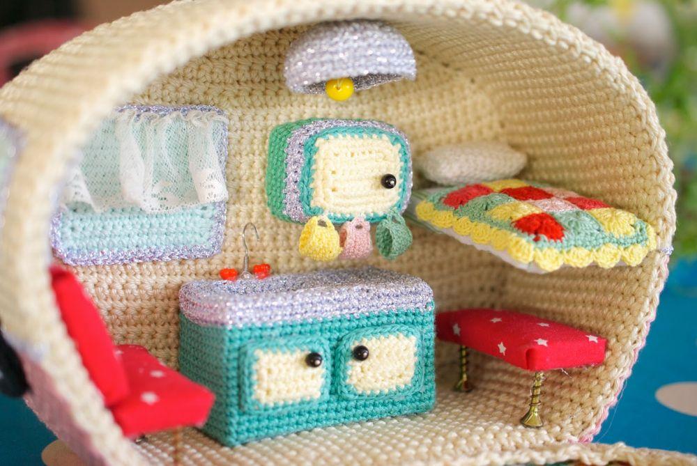 Crochet caravan - home