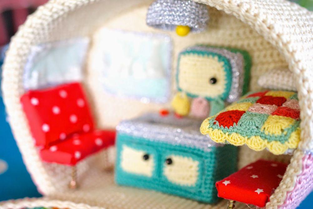 Crochet caravan - nap bed