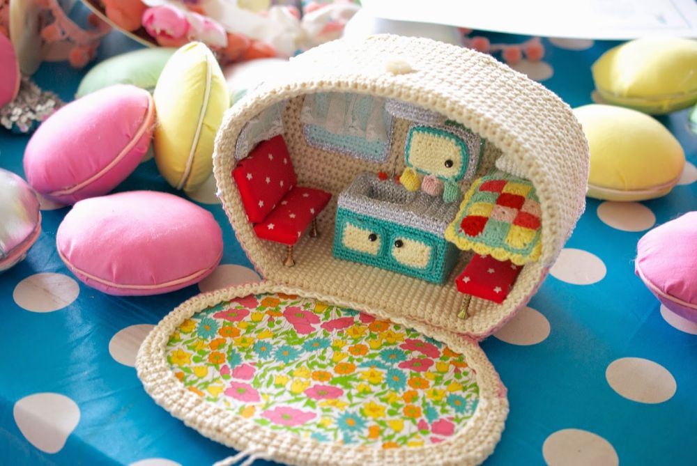 Crochet caravan the kitchen The Cutest Crochet Caravan – A Creative Work of Art!