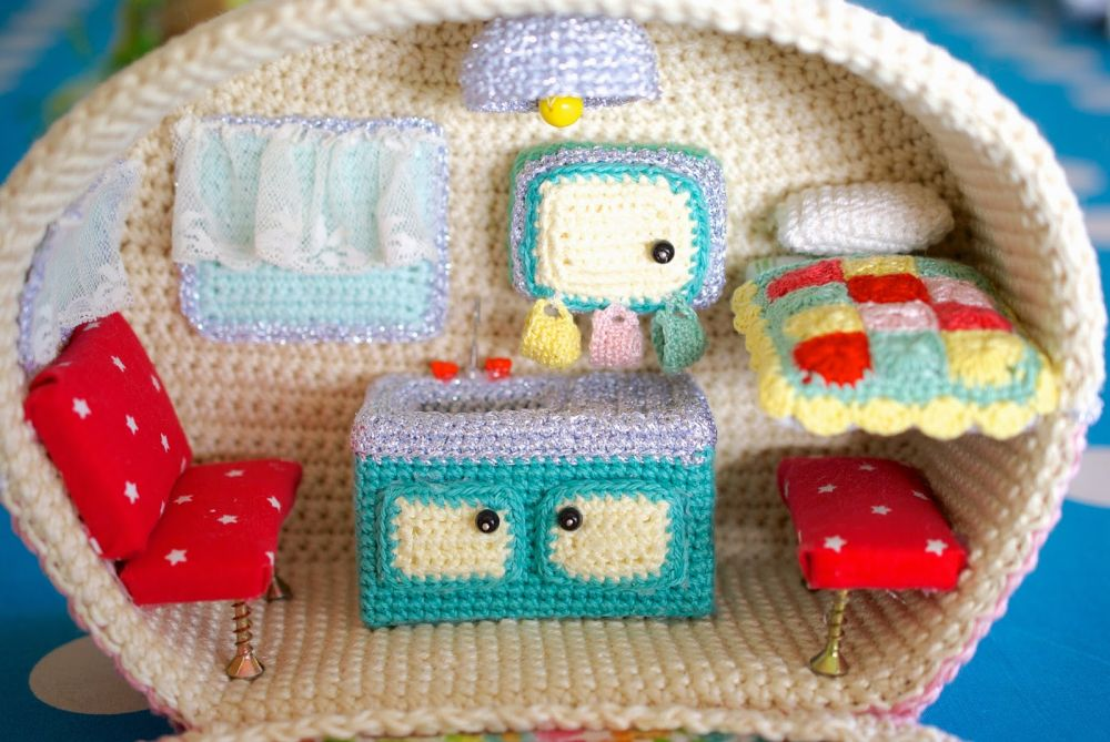 Crochet caravan with windows and appliances