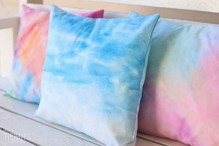 Trendy Water Color Pillow DIY