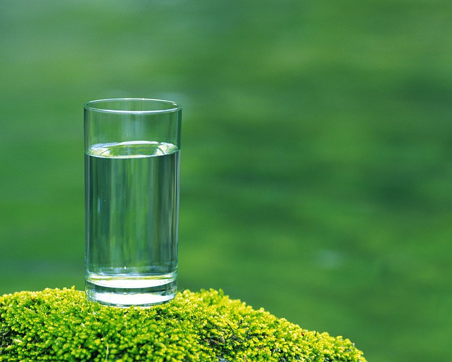 Drink a glass of water every morning 11 New Habits For a Better You in 2016