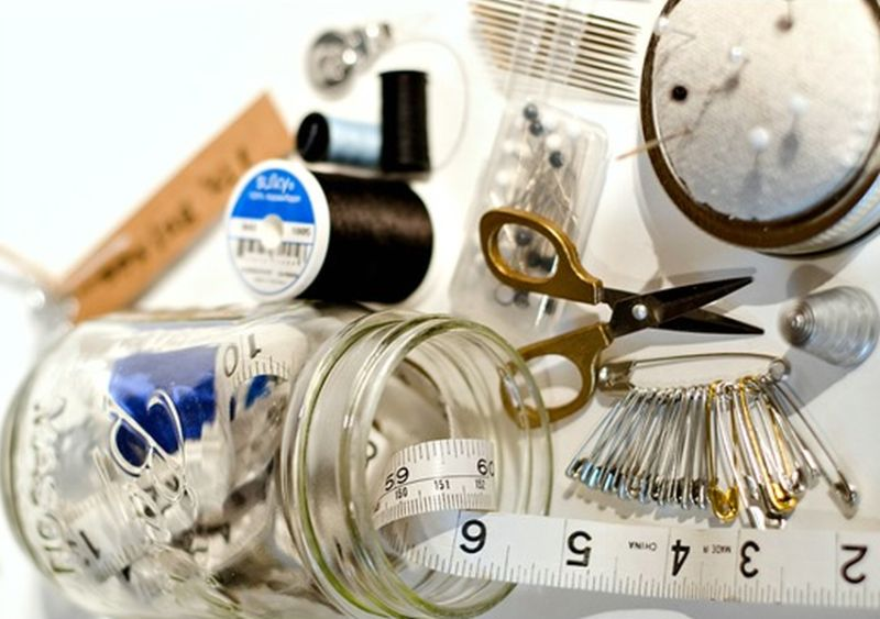 Mason jar sewing kit - contents