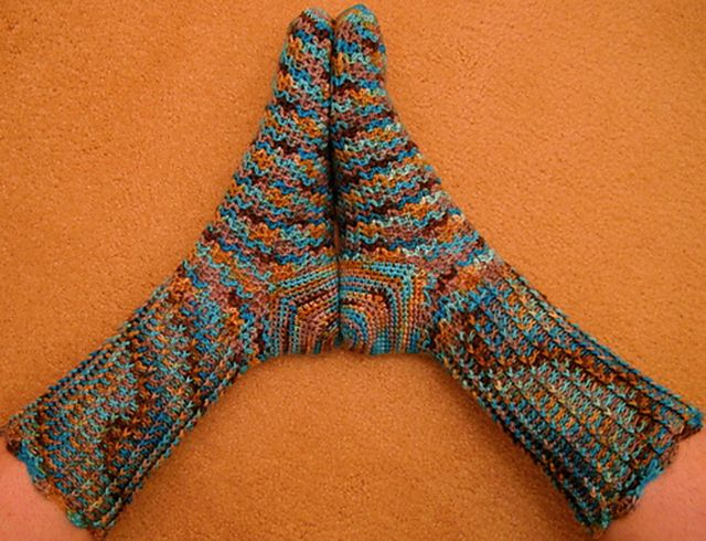 Vee Socks - Crochet Pattern