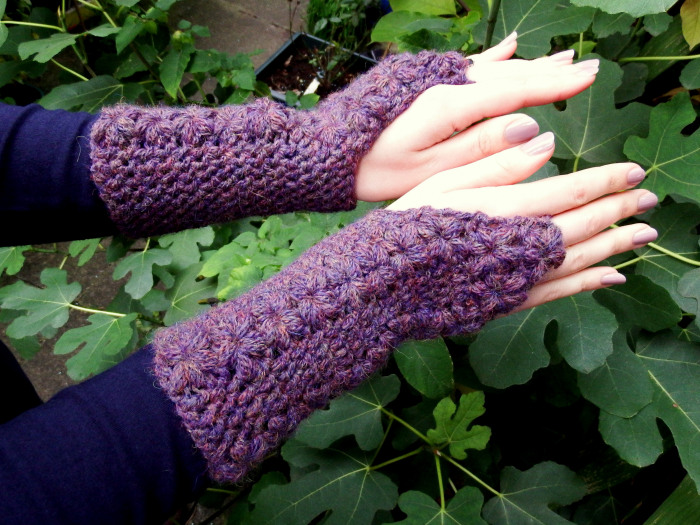 flower-trails-fingerless-gloves