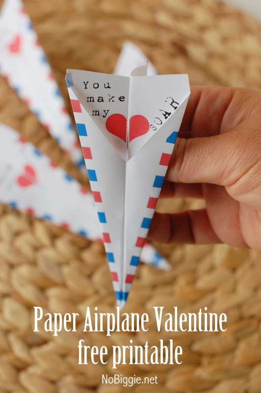 free-printable-paper-airplane-Valentine
