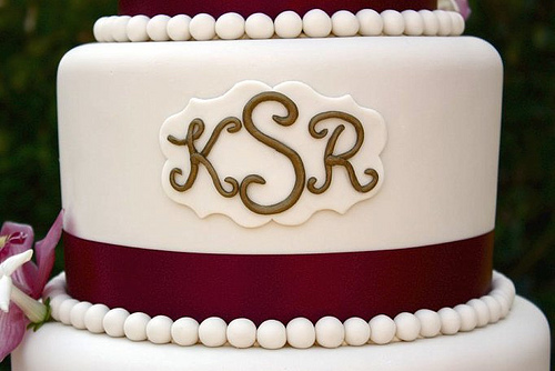minimalist monogram wedding cake