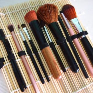Creative Makeup Organization Solutions that will Help you De-Clutter