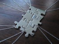 Best Friends Necklace 200x150 Get Creative With Jigsaw Puzzle Pieces
