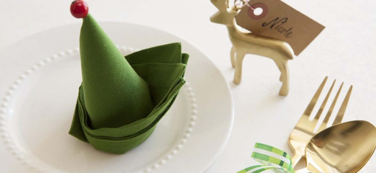 15 DIY Napkin Folding Techniques for a Fancy Dinner Table