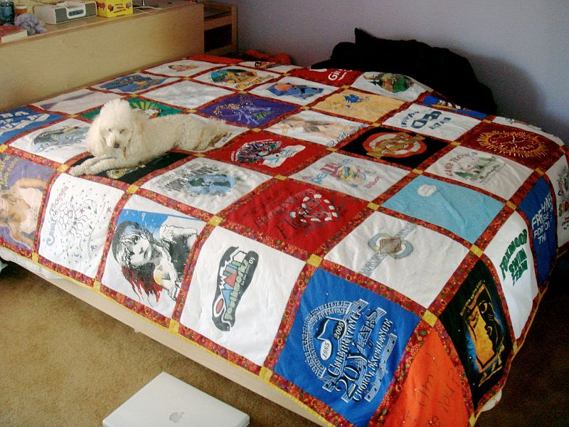 13 diy projects to make with old t shirts for How to make t shirt quilts easy