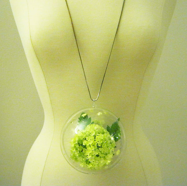 Flower bubble necklace DIY Floral Jewelry Thats Perfect for Spring Time
