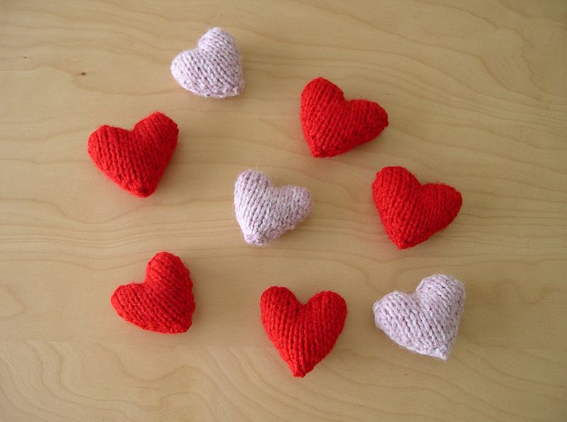 Simple knitted hearts