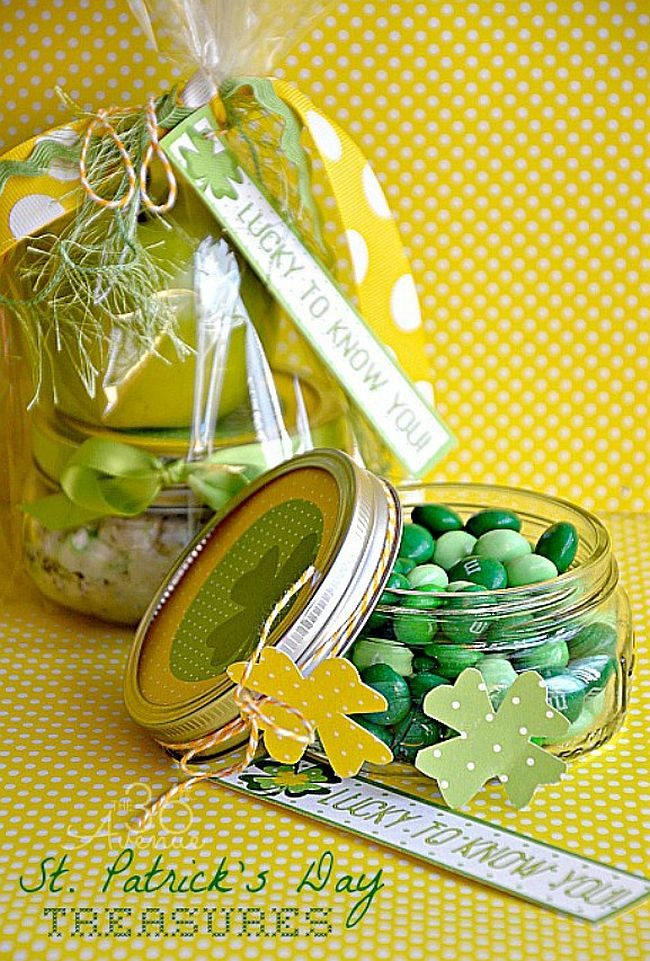 St. Patricks Day Mason Jar Party Favors