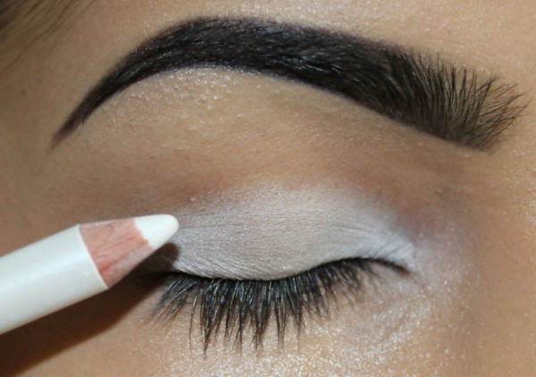 White liner on lid