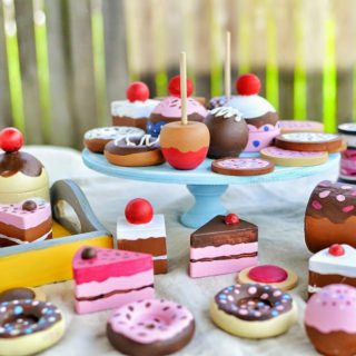 8 Amazing DIY Cupcake Stands Made Out of Various Materials