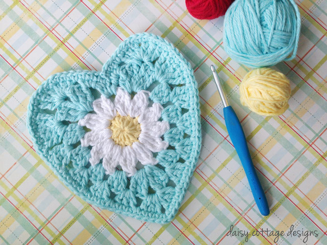 daisy heart dishcloth