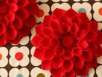 felt dahlia 200x150 Gorgeous DIY Felt Flowers for Every Occassion