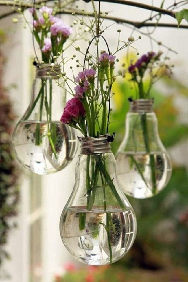 Awesome Light bulb planters